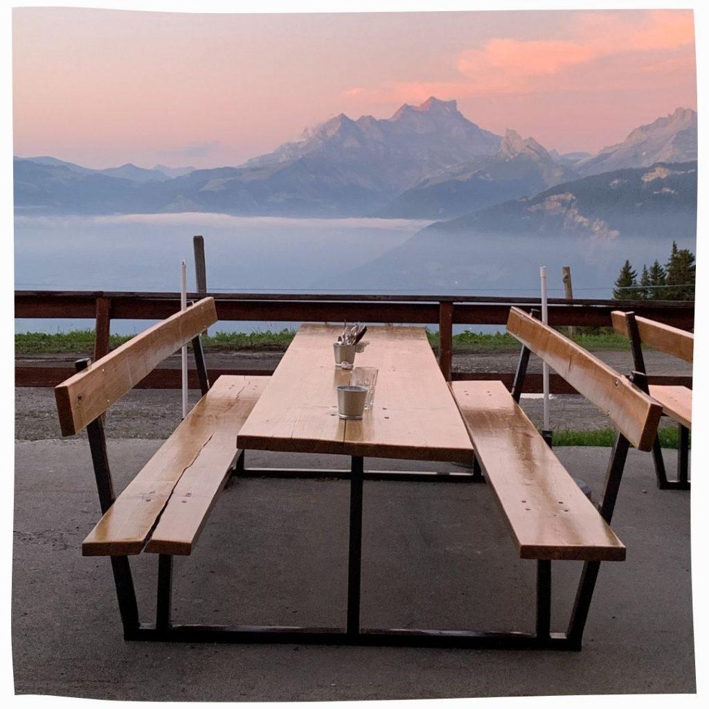 Restaurant Mountain View Seating