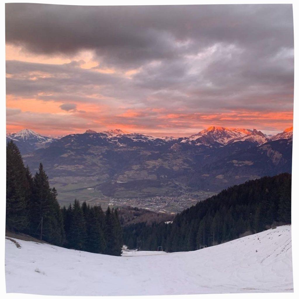 Coucher de soleil d'hiver des Alpes suisses